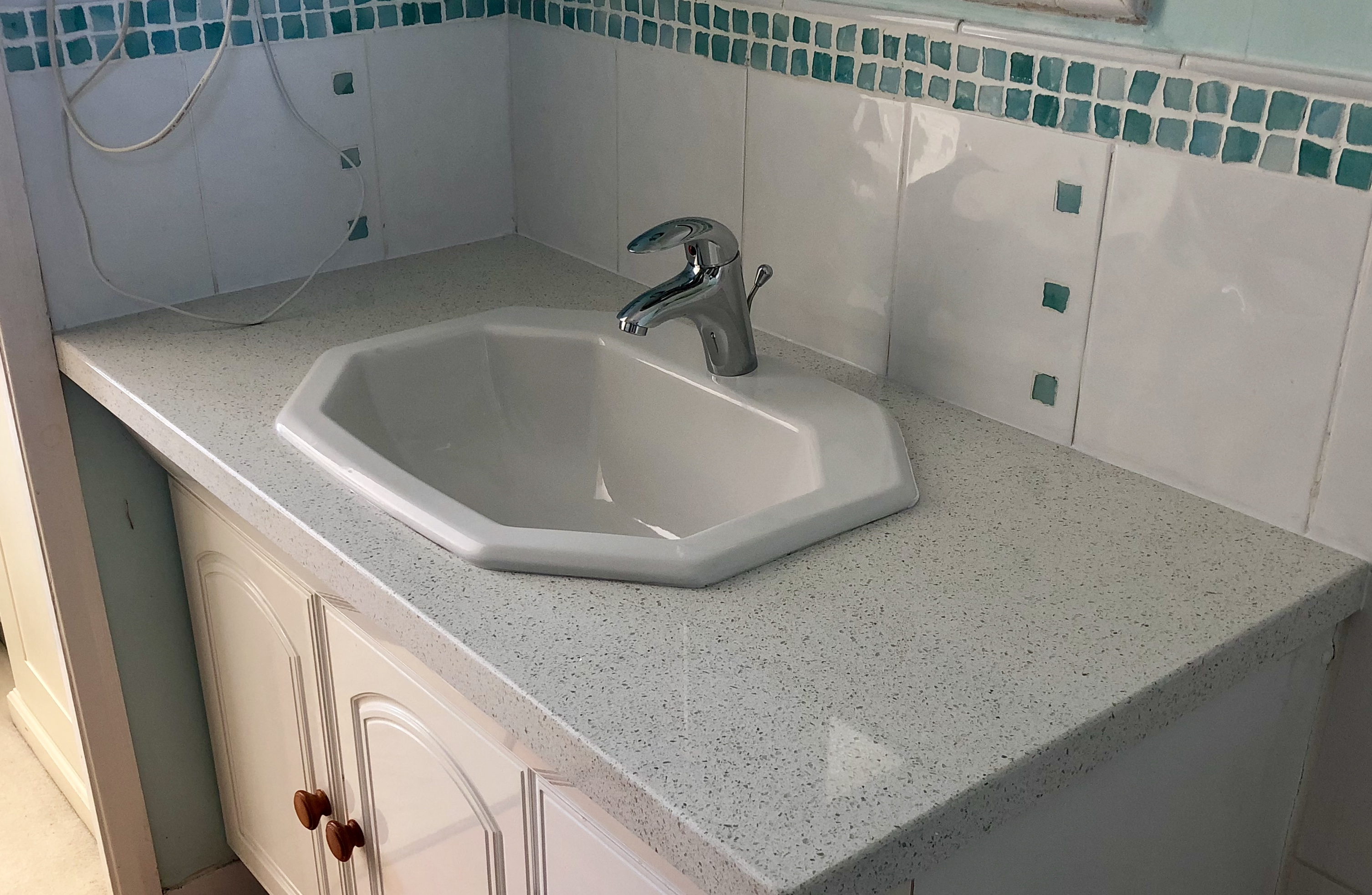 How much do overlay worktops cost? - Stonecover Quartz Surfaces